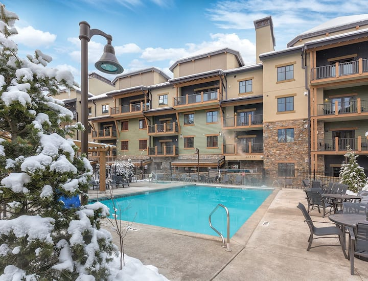 1 Bedroom ★ Steps from Canyons Ski Resort ★