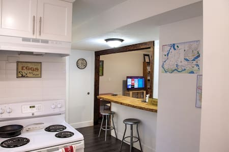 Self Contained Suite With Continental Breakfast - Mission - Penzion (B&B)