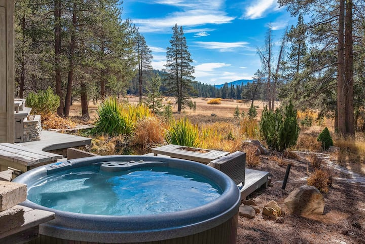 Spacious Tahoe Donner Home with Hot Tub, Game Room