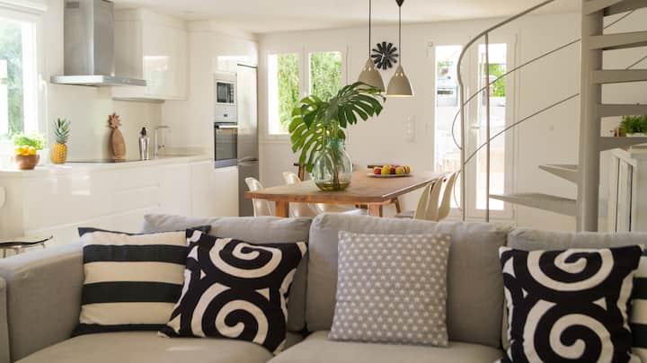 Casa con jardín y piscina