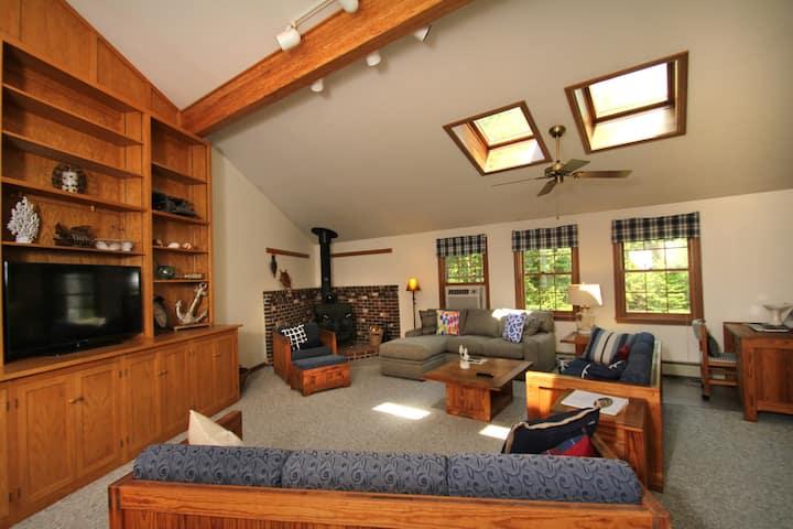 Sprawling Wells Maine 4 Bedroom Family Retreat!