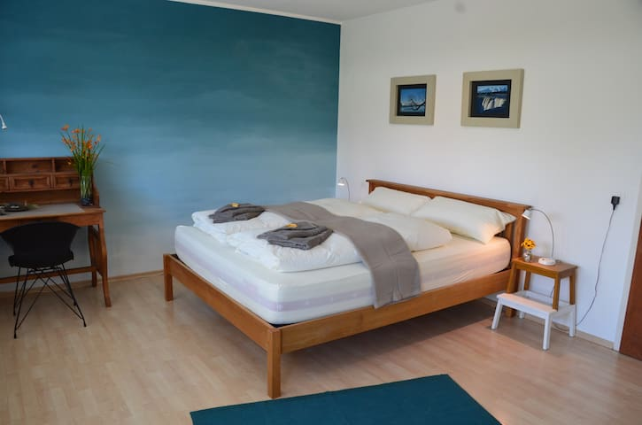 Stylish Guestroom next to Lake including Breakfast - Romanshorn - Huis