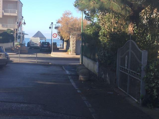 Bilocale a 100 passi dal mare - Marina di Castagneto Carducci - Apartment