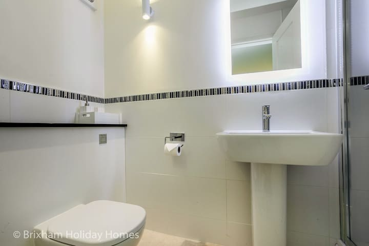 2nd en-suite bathroom