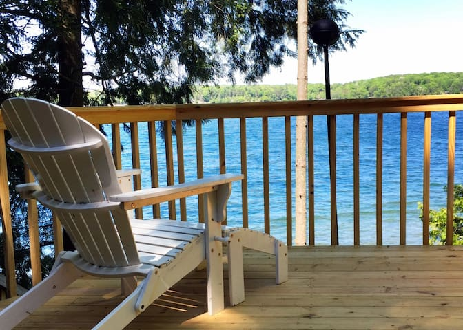 100 Ft. Frontage on Long Lake, Updated,CLEAN! - Traverse City - Blockhütte