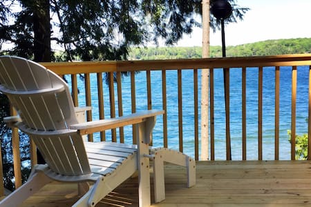 100 Ft. Frontage on Long Lake, Updated,CLEAN! - Traverse City - Casa de campo