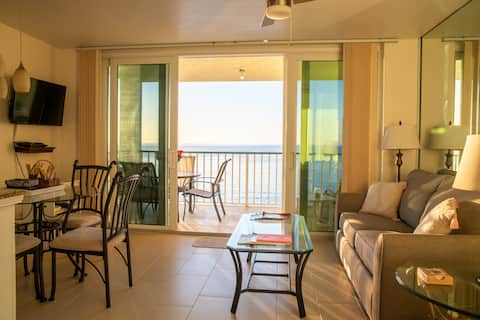 Apollo Beach Front! Sunset Views!Remodeled! 802