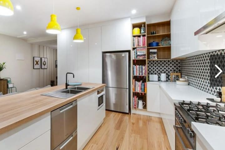 Stunningly Renovated Adelaide Cottage - Mile End