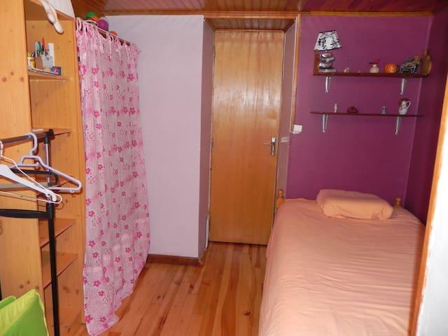 Chambre 3 (lit en (90cm)