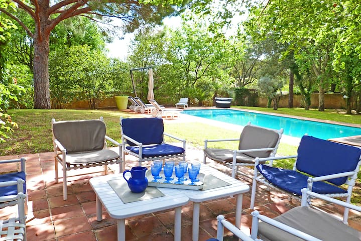 TOP-OFFER! Villa with paradisiac garden and pool!
