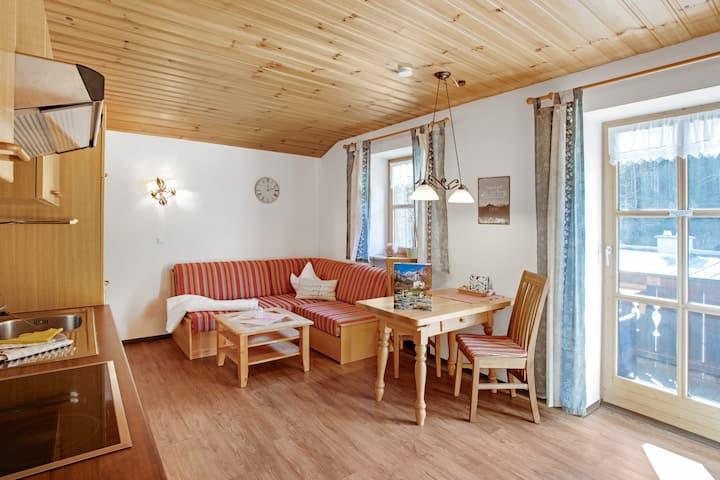 Ferienwohnung Enzian mit Balkon, Bergblick und WLAN; Parkplatz vorhanden