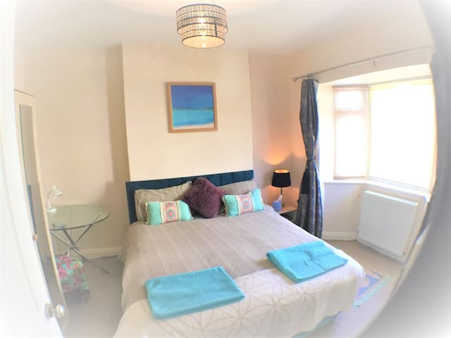 AMAZING DOUBLE BEDROOM NEAR BEACH - VEGGIE!