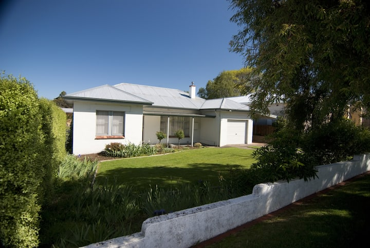 Self-contained three bedroom house - 1 Fairlie Street
