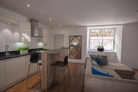 Stunning ground floor central flat - Winchester - Lejlighed