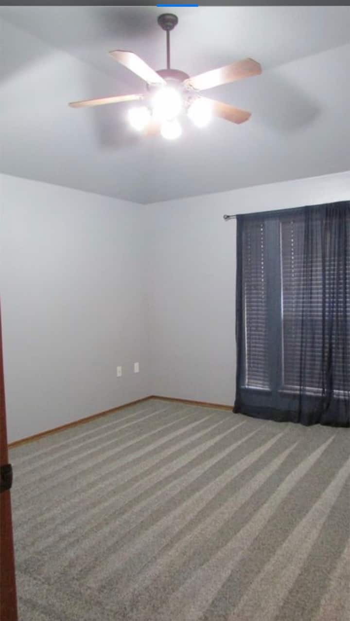 Private bedroom available in Moore