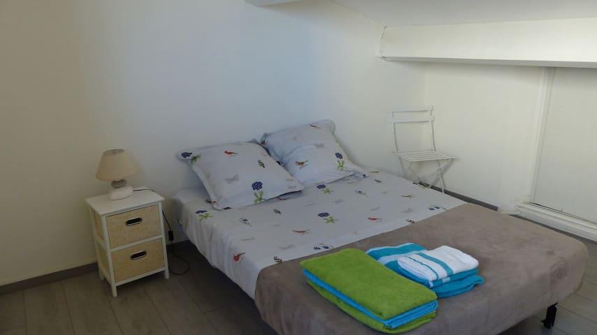 chambre lit 2 places à l'étage