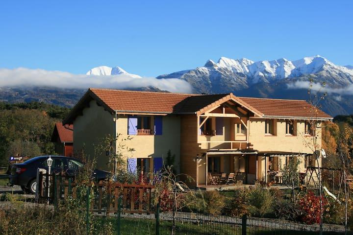 Les Noyers du Soleil - La Bâtie-Vieille - House