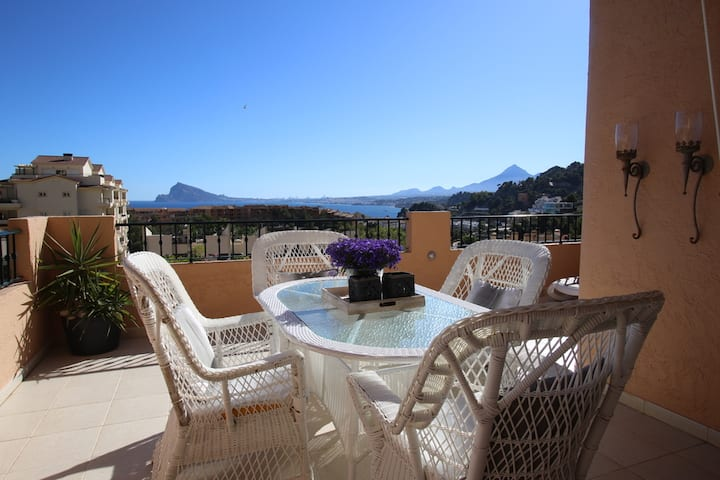 Elegant Altea apartment with sea & mountain views