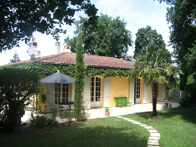Great charming house, Bordeaux area - Eysines - House