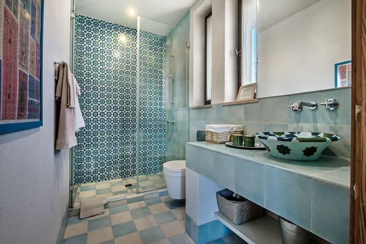 Bathroom - The Moorish Room