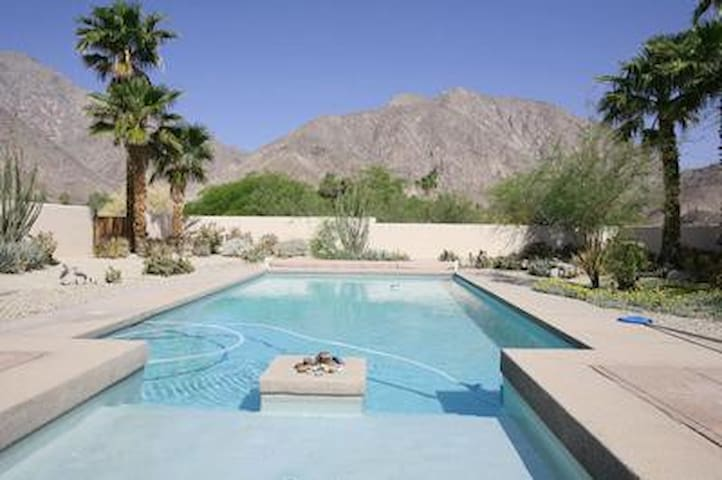 Oasis at the Foot of Indian Head - Borrego Springs - Hus
