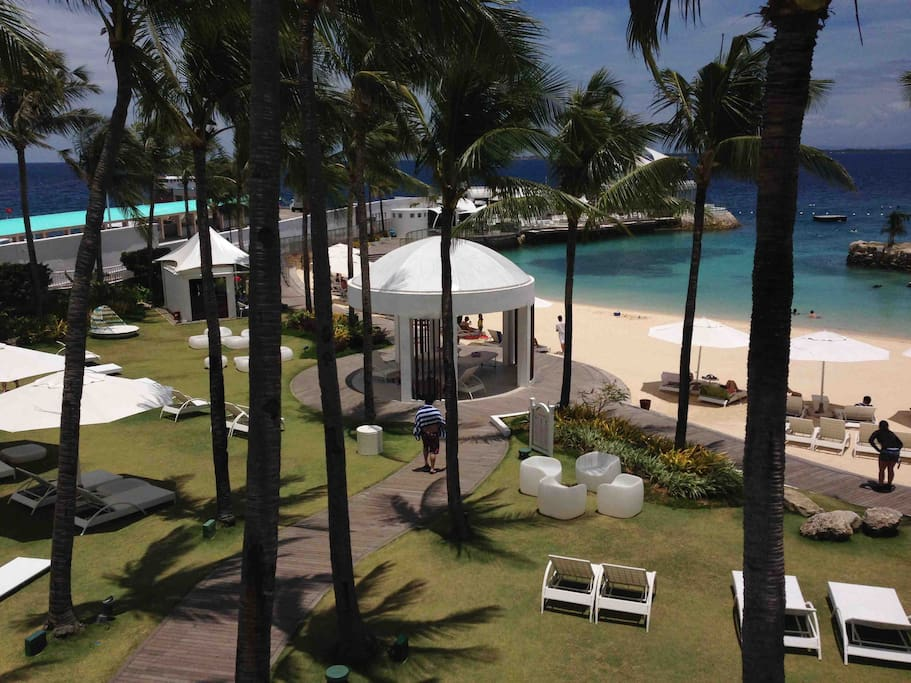 Enjoy the white sand beach of Movenpick Resort.