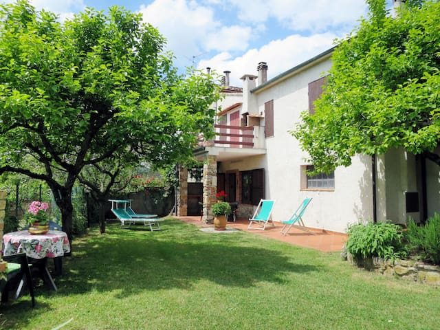 Cozy holiday apartment with garden located n the hamlet Campitello