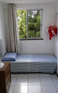 Quarto confortável e bem localizado