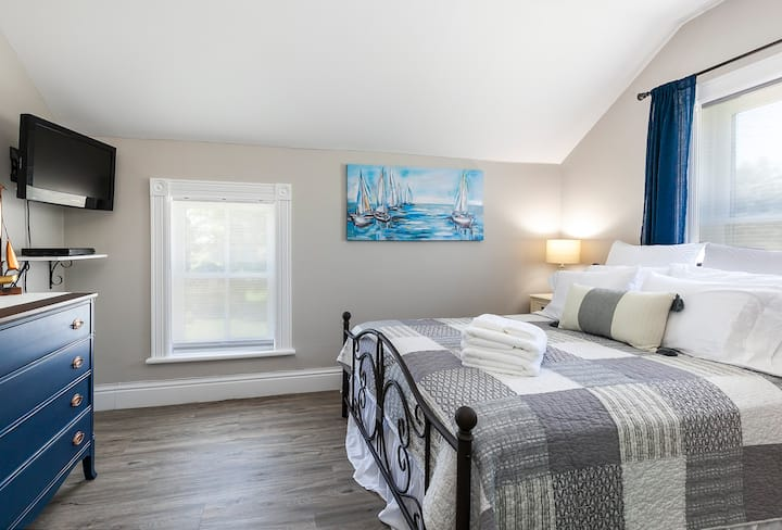Rocklyn Inn Bed & Breakfast- Queen Nautical Room