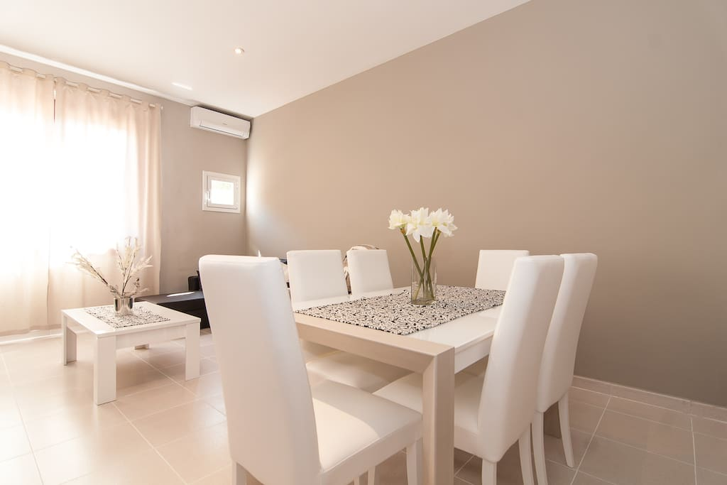 Spacious dinning and lounge area.