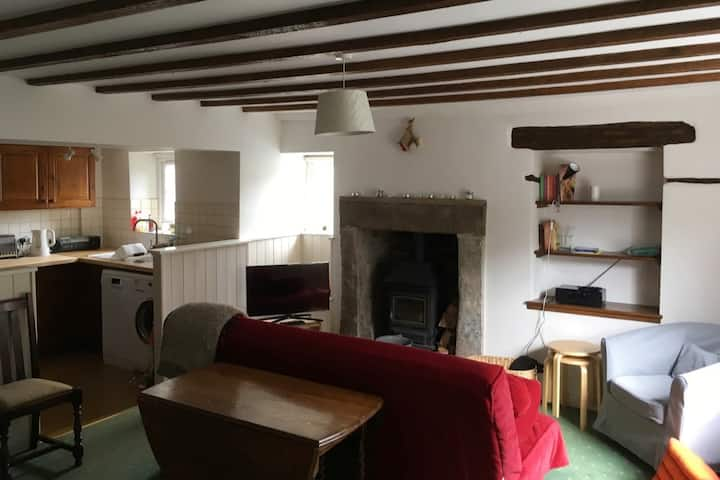 Tranquil and Cosy, Thyme Cottage, Youlgrave