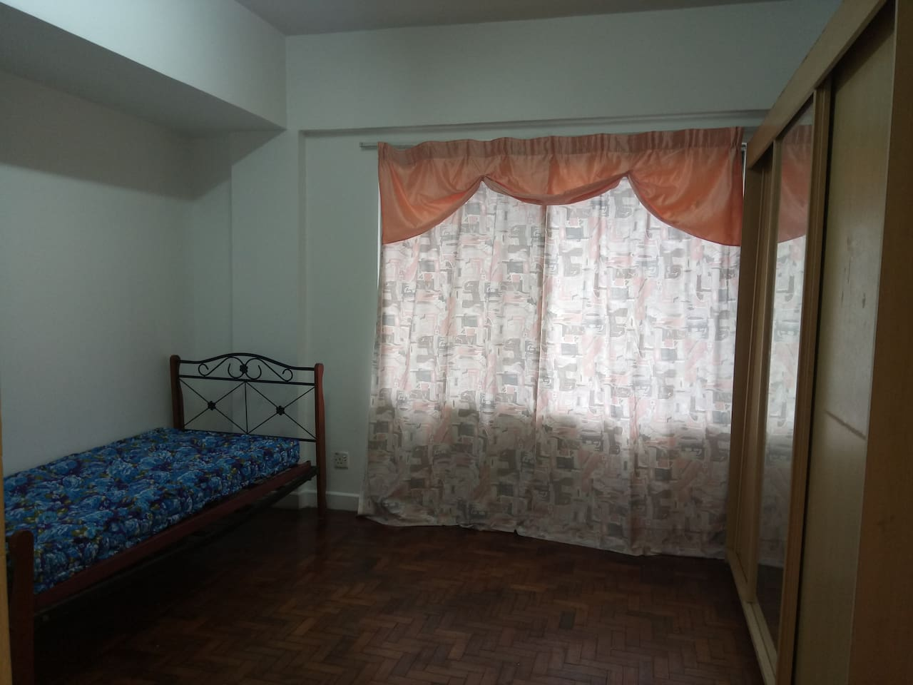 *Bed settings will be provided *with AC *attach bathroom(sharing) *With wardrobe