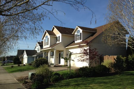 Wine Country King Suite w/ Mnt view - McMinnville