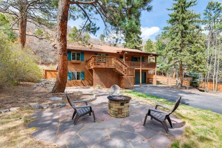 Beautiful Green Mountain Falls Cabin