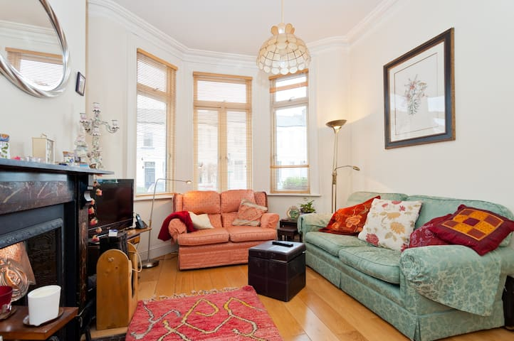 Bright double room  period house /private bathroom