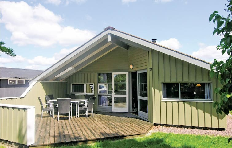Holiday cottage with 3 bedrooms on 77m² in Kirke Hyllinge