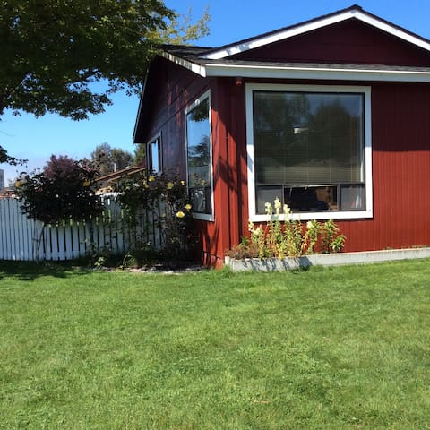 House close to beach and Redwoods - McKinleyville