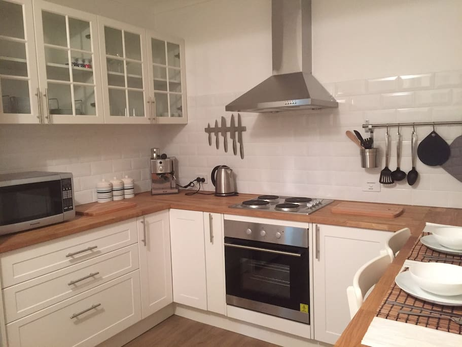 Fully equipped kitchen with cooking facilities and dishwasher