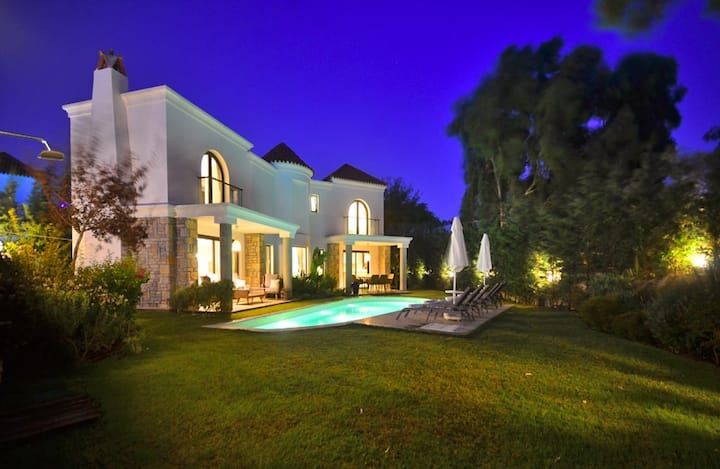 Modern and Luxurious Beach Location Villa