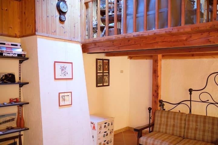 Third floor and mezzanine