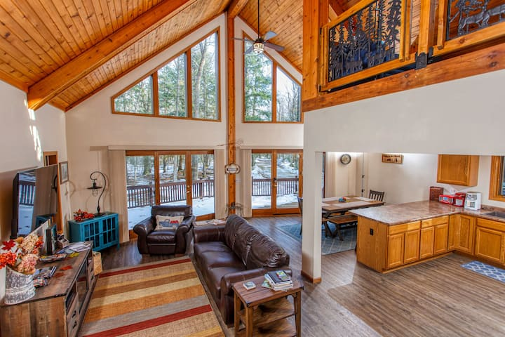 New Listing! Dog-Friendly, Secluded Cabin in the Woods, centrally located to Door County attractions