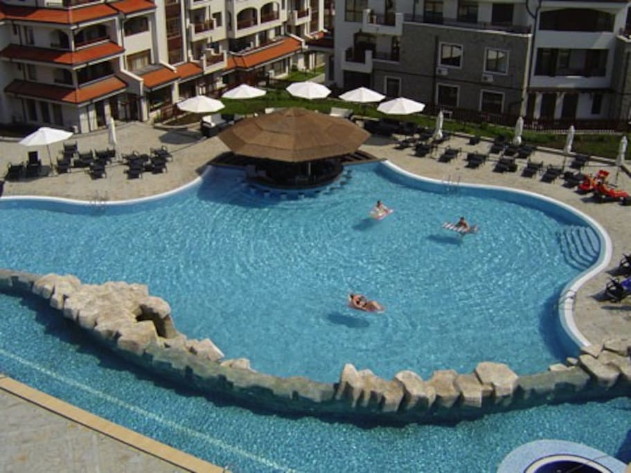 Water/Pool bar- bird's eye view