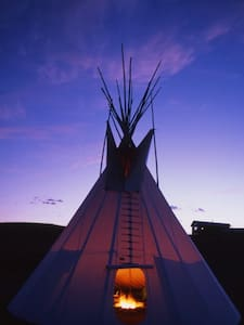Blackfeet Tipi Village - 티피(Tipi)