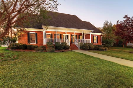Beautiful 5 BDR Conyers Mansion, Pool