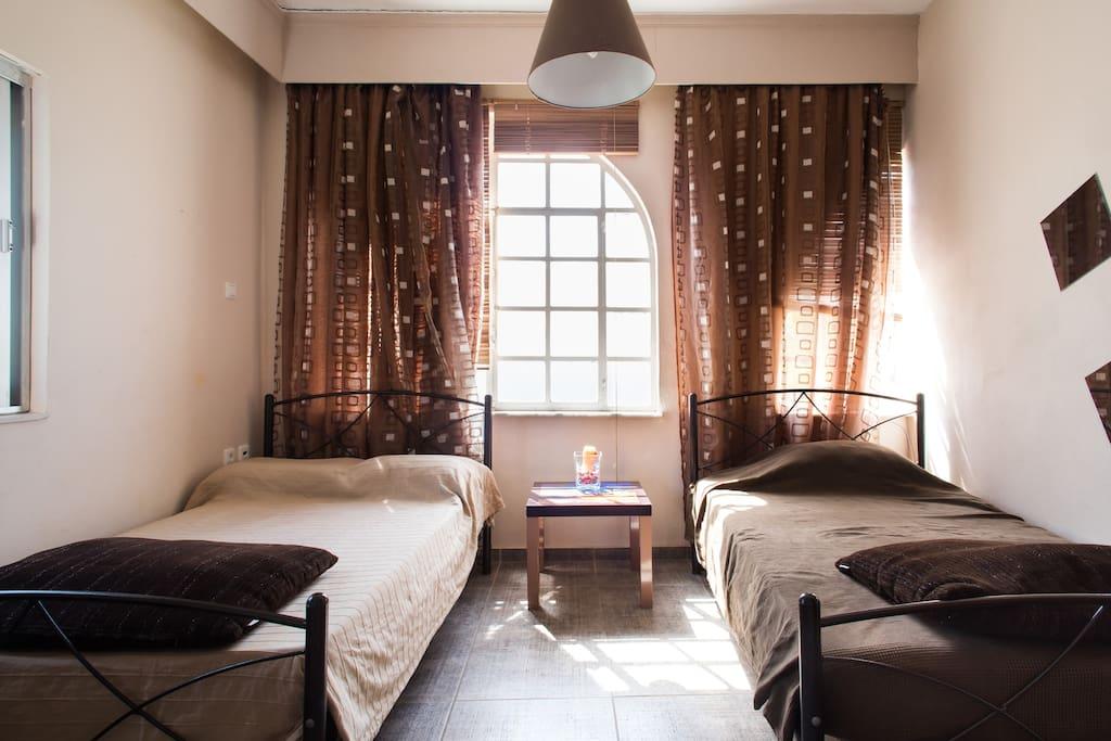 Κρεβατοκάμαρα στο κατάλυμα Άρτεμις.  Bedroom in Artemis apartment. Спальня в квартире Артемис.