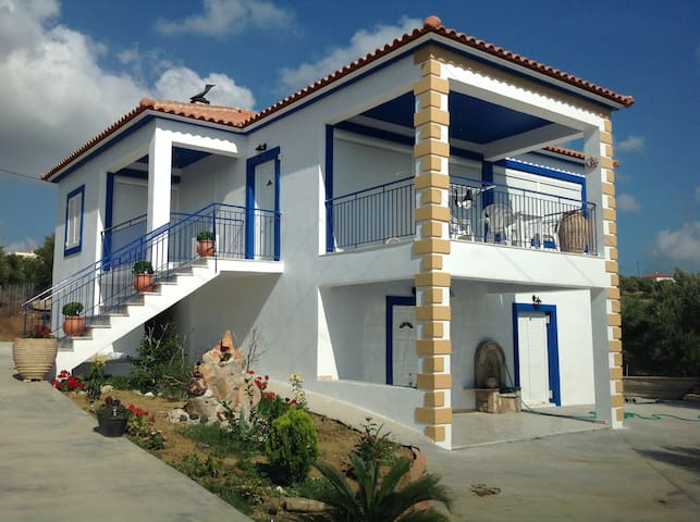 Lambrou Villa - Methoni - House