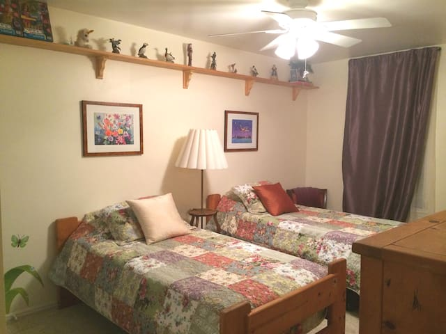 The Salt Lick Retreat~Cashmere Room 1BR/1.5BA;Pool