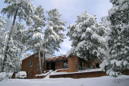 Snowcap Adobe: Ocean of Pine Room - Ruidoso
