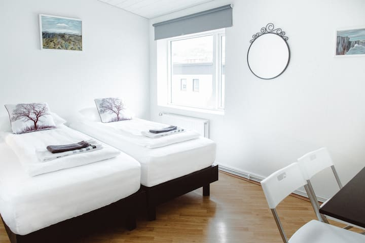 Double room with shared kitchen and bathroom.