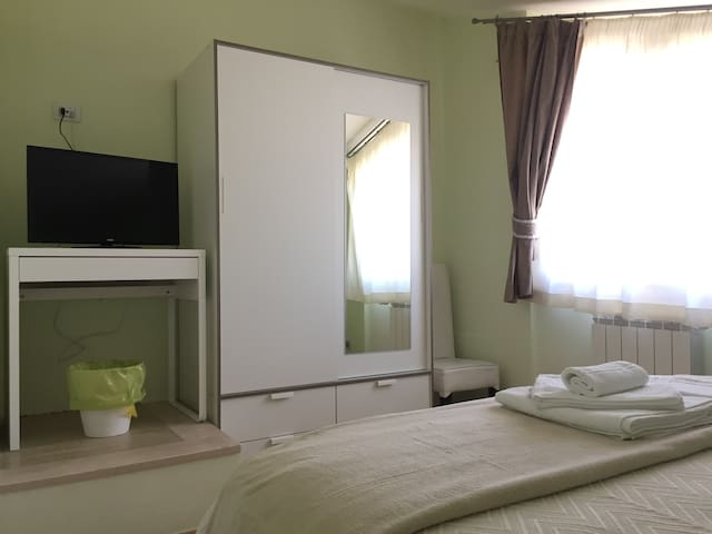 Double room in modern apartment near the airport